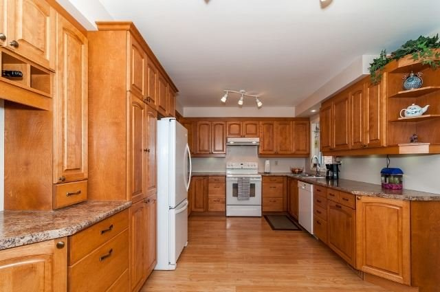 Detached at 81 Golden Meadow Rd, Barrie, Ontario. Image 18