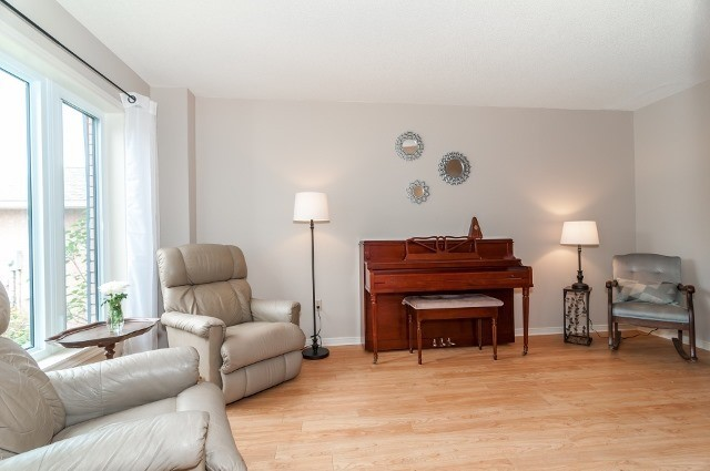 Detached at 81 Golden Meadow Rd, Barrie, Ontario. Image 2