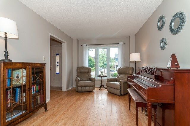 Detached at 81 Golden Meadow Rd, Barrie, Ontario. Image 3