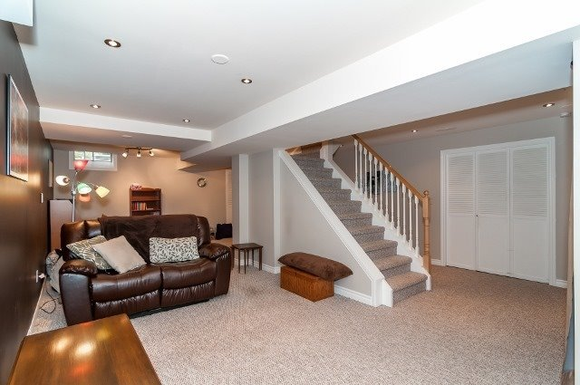 Detached at 81 Golden Meadow Rd, Barrie, Ontario. Image 5