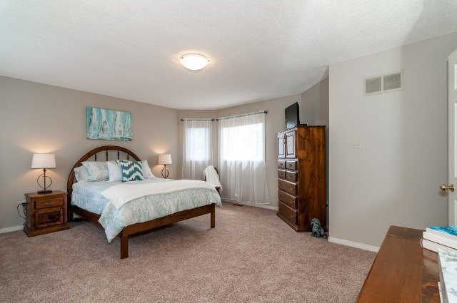 Detached at 81 Golden Meadow Rd, Barrie, Ontario. Image 8