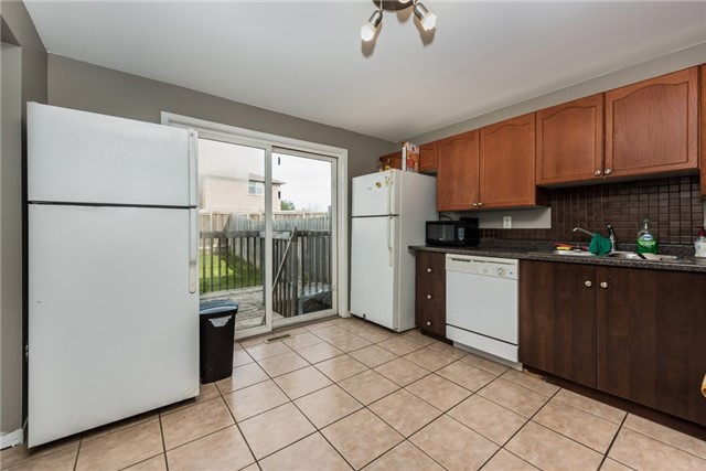 Link at 73 Larkin Dr, Barrie, Ontario. Image 9