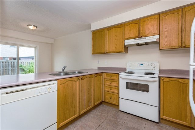 Townhouse at 16 Coleman Dr, Barrie, Ontario. Image 8