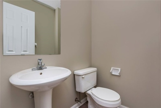 Townhouse at 16 Coleman Dr, Barrie, Ontario. Image 11