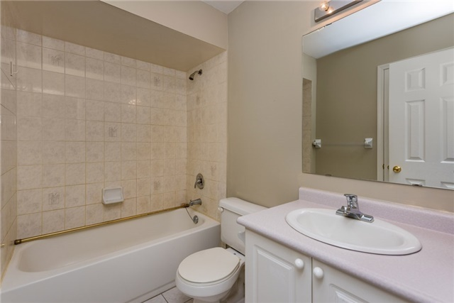 Townhouse at 16 Coleman Dr, Barrie, Ontario. Image 3