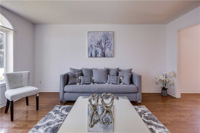 Detached at 122 Livingstone St, Barrie, Ontario. Image 12