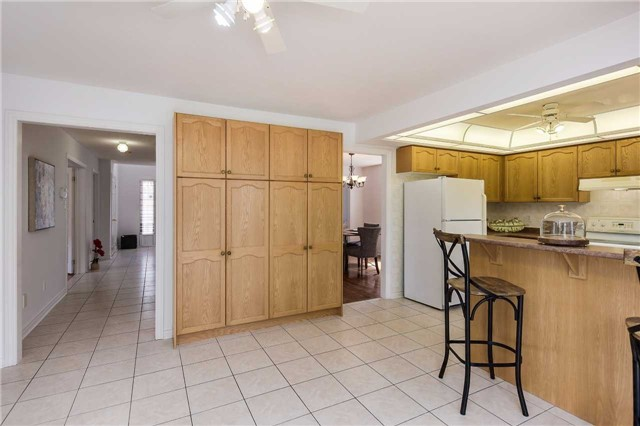 Detached at 122 Livingstone St, Barrie, Ontario. Image 16