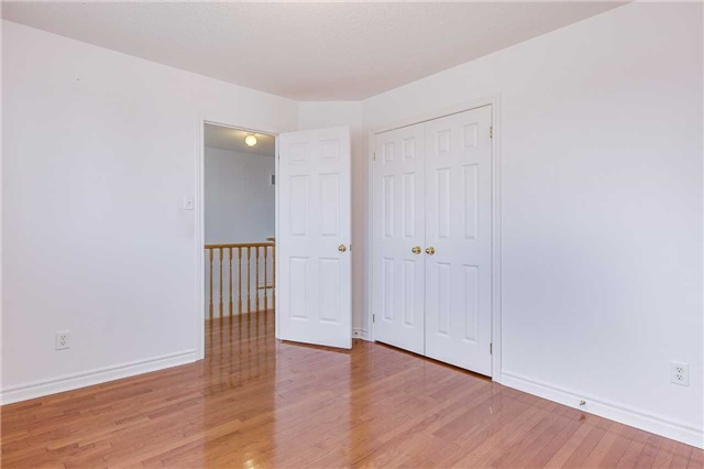 Detached at 122 Livingstone St, Barrie, Ontario. Image 5