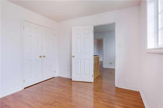Detached at 122 Livingstone St, Barrie, Ontario. Image 6