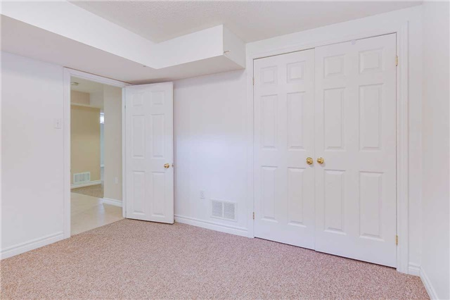 Detached at 122 Livingstone St, Barrie, Ontario. Image 10
