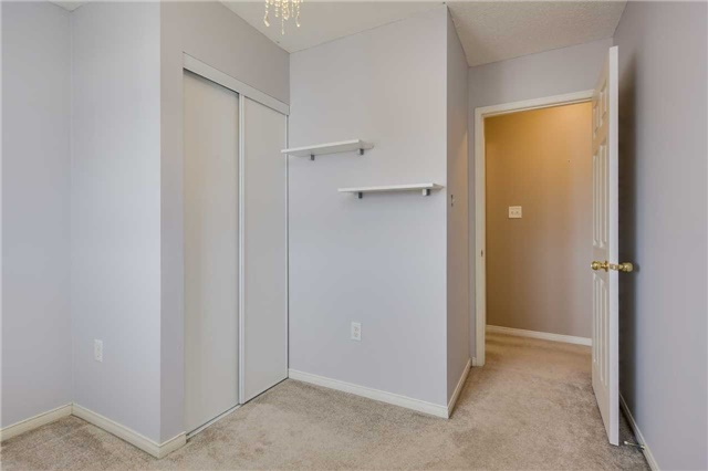 Detached at 20 Booth Lane, Barrie, Ontario. Image 4