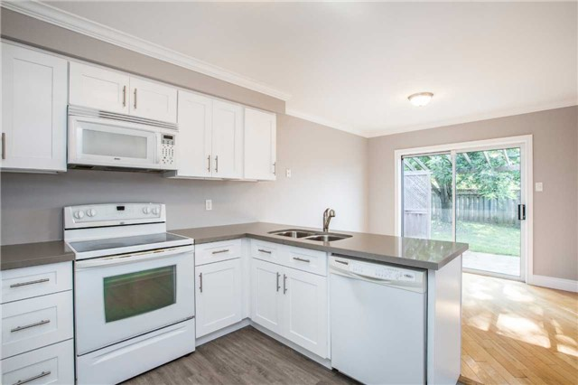 Detached at 36 Red Oak Dr, Barrie, Ontario. Image 7