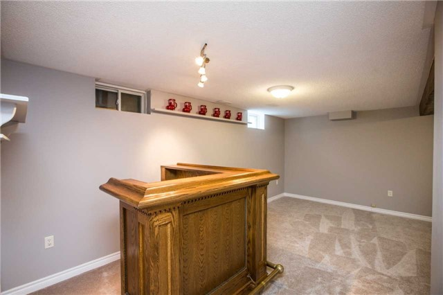 Detached at 36 Red Oak Dr, Barrie, Ontario. Image 2