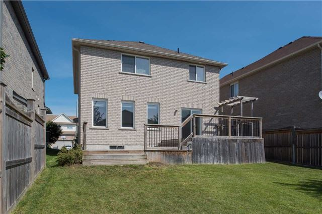 Detached at 63 Sovereigns Gate W, Barrie, Ontario. Image 9