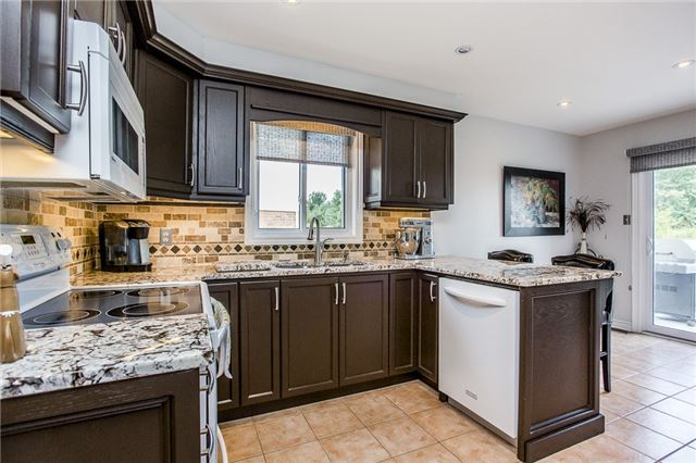 Detached at 145 Pringle Dr, Barrie, Ontario. Image 4