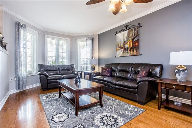 Detached at 145 Pringle Dr, Barrie, Ontario. Image 5
