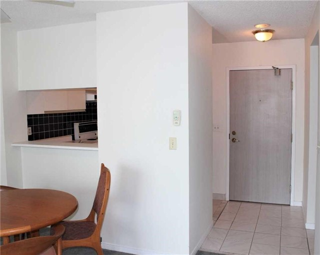 Condo Apartment at 140 Dunlop St E, Unit 1501, Barrie, Ontario. Image 12