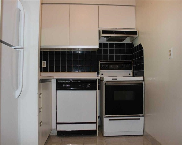 Condo Apartment at 140 Dunlop St E, Unit 1501, Barrie, Ontario. Image 14