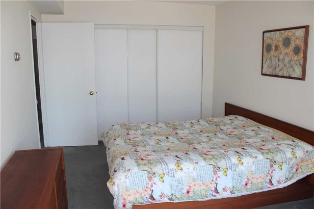 Condo Apartment at 140 Dunlop St E, Unit 1501, Barrie, Ontario. Image 3