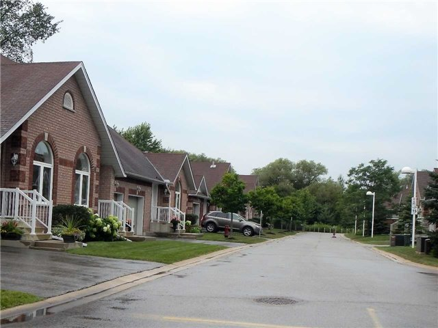 Condo Townhouse at 358 Little Ave, Unit 3, Barrie, Ontario. Image 14