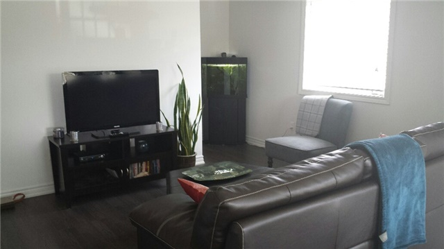 Condo With Common Elements at 47 Ferndale  Dr S, Barrie, Ontario. Image 2