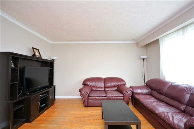 Detached at 244 St.Vincent St, Barrie, Ontario. Image 14