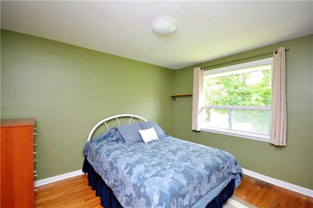 Detached at 244 St.Vincent St, Barrie, Ontario. Image 3