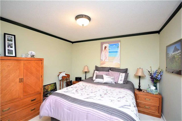 Detached at 145 Sundew Dr, Barrie, Ontario. Image 5