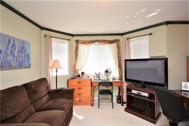 Detached at 145 Sundew Dr, Barrie, Ontario. Image 6