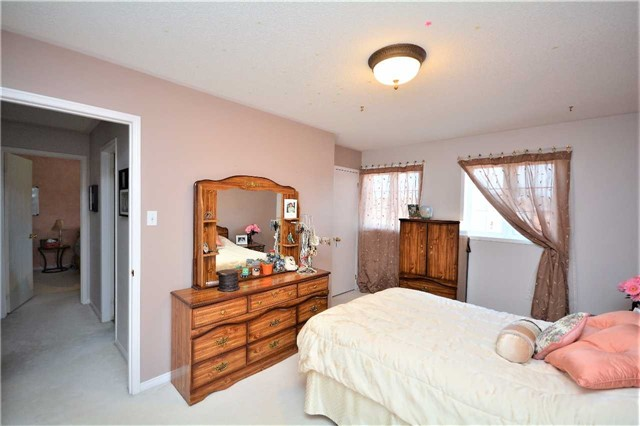 Detached at 145 Sundew Dr, Barrie, Ontario. Image 8