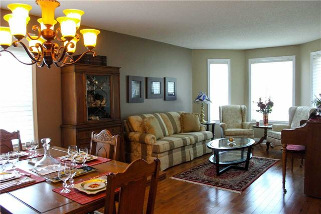 Detached at 361 Cundles Rd W, Barrie, Ontario. Image 14