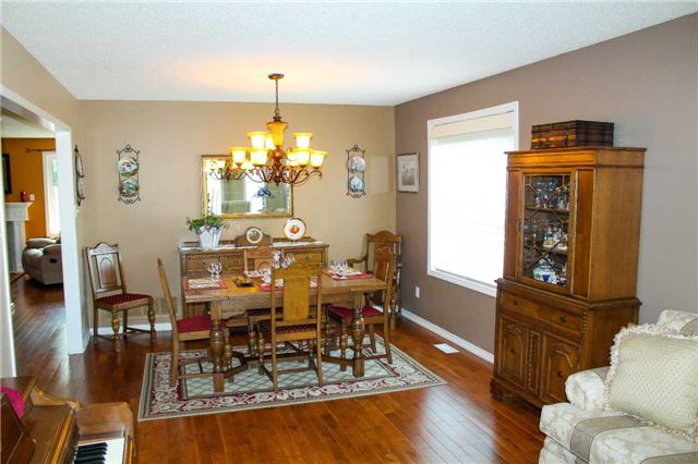 Detached at 361 Cundles Rd W, Barrie, Ontario. Image 15