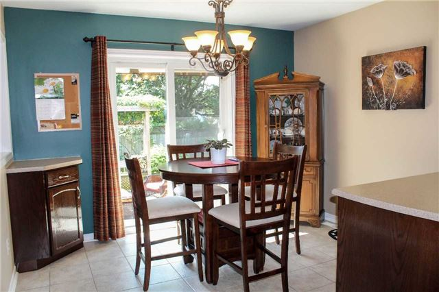 Detached at 361 Cundles Rd W, Barrie, Ontario. Image 17