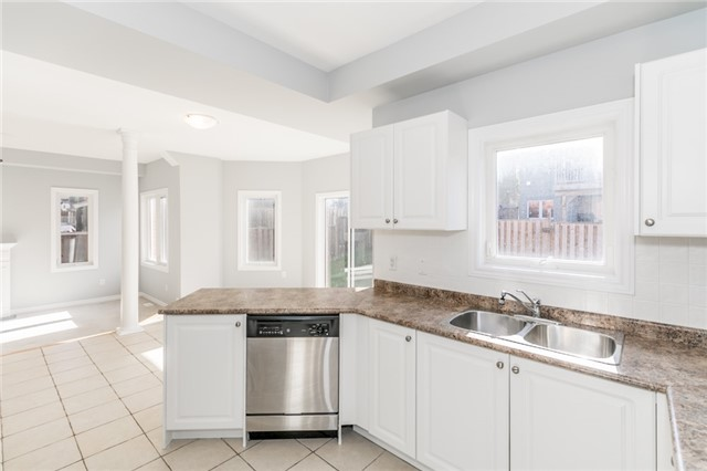 Detached at 15 Mcintyre Dr, Barrie, Ontario. Image 2