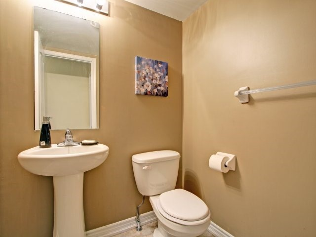 Condo Townhouse at 135 Sydenham Wells Rd, Unit 3, Barrie, Ontario. Image 14