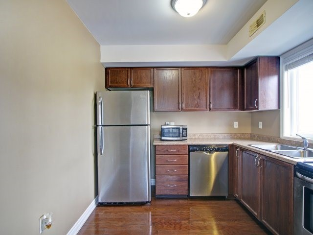 Condo Townhouse at 135 Sydenham Wells Rd, Unit 3, Barrie, Ontario. Image 20