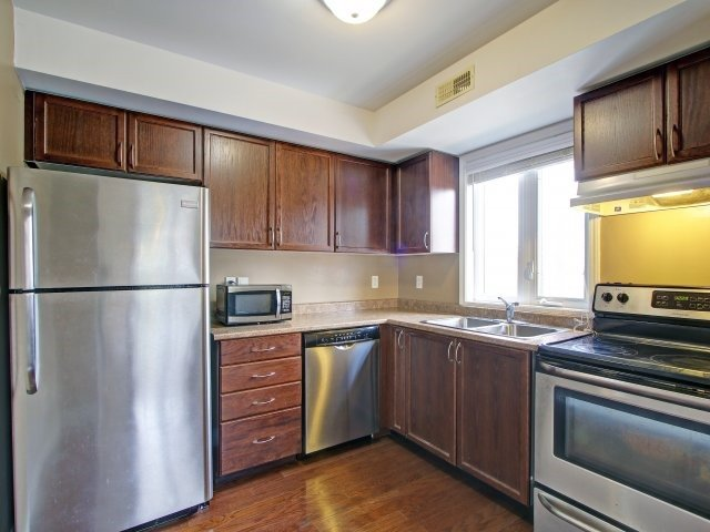 Condo Townhouse at 135 Sydenham Wells Rd, Unit 3, Barrie, Ontario. Image 2
