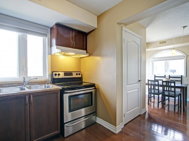 Condo Townhouse at 135 Sydenham Wells Rd, Unit 3, Barrie, Ontario. Image 3