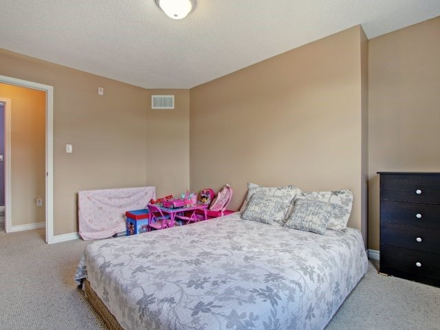 Condo Townhouse at 135 Sydenham Wells Rd, Unit 3, Barrie, Ontario. Image 5
