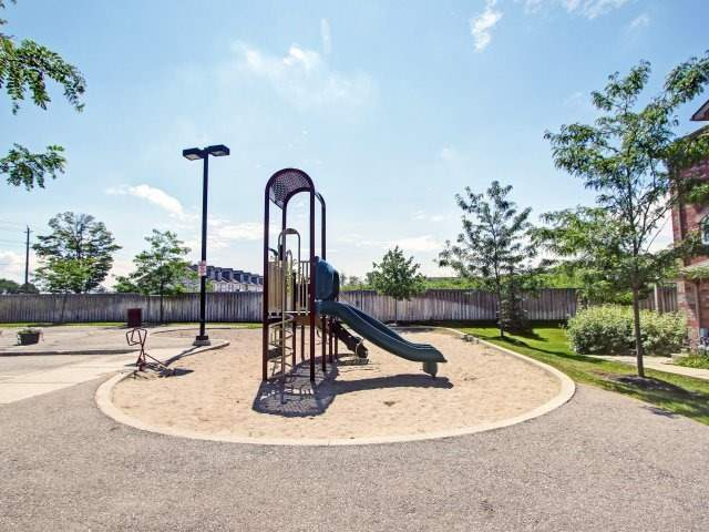 Condo Townhouse at 135 Sydenham Wells Rd, Unit 3, Barrie, Ontario. Image 9