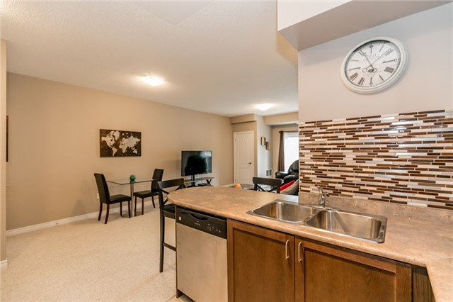 Condo Apartment at 43 Ferndale Rd S, Unit 109, Barrie, Ontario. Image 2