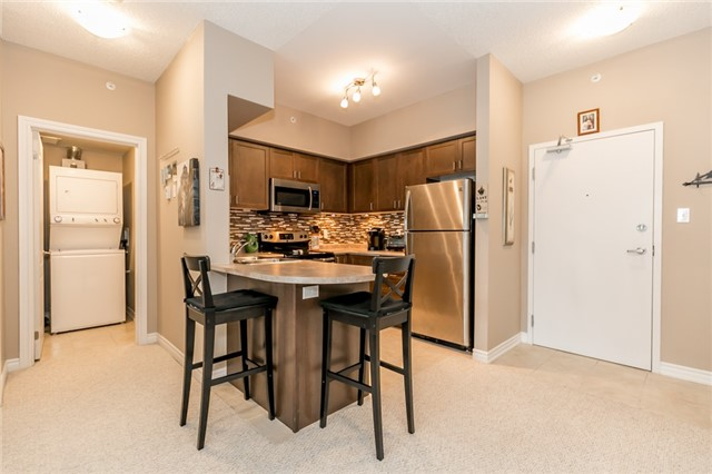 Condo Apartment at 43 Ferndale Rd S, Unit 109, Barrie, Ontario. Image 3