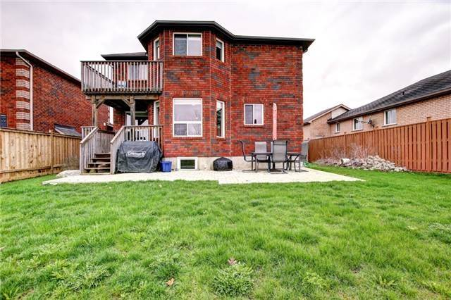 Detached at 279 Johnson St, Barrie, Ontario. Image 11
