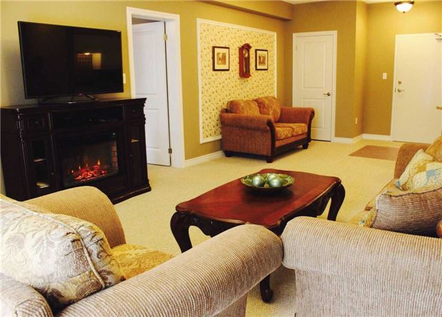 Condo Apartment at 7 Greenwich St, Unit 205, Barrie, Ontario. Image 16