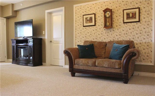 Condo Apartment at 7 Greenwich St, Unit 205, Barrie, Ontario. Image 17