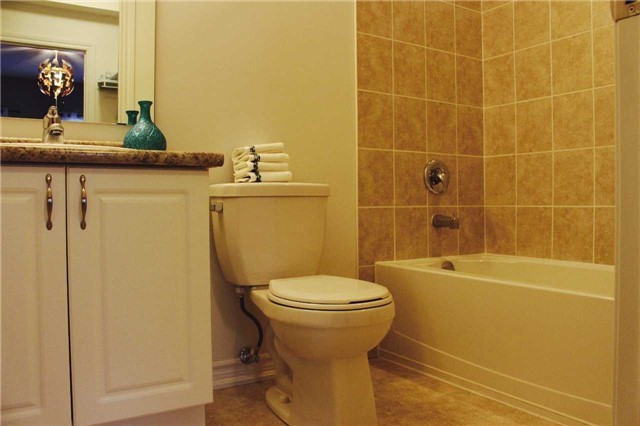 Condo Apartment at 7 Greenwich St, Unit 205, Barrie, Ontario. Image 3