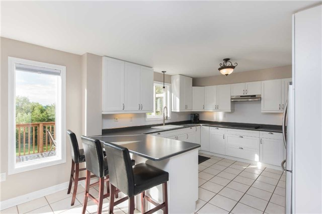Detached at 42 Wildwood Tr, Barrie, Ontario. Image 16