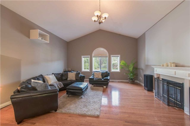 Detached at 42 Wildwood Tr, Barrie, Ontario. Image 20