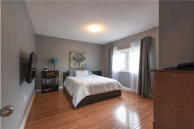 Detached at 42 Wildwood Tr, Barrie, Ontario. Image 4