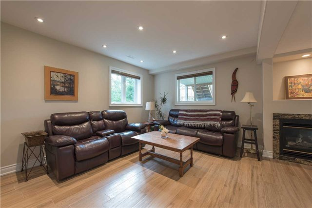 Detached at 42 Wildwood Tr, Barrie, Ontario. Image 8